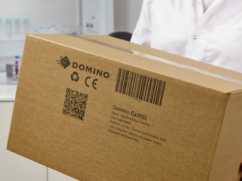 The Cx350i prints large label formats directly onto boxes and cases.