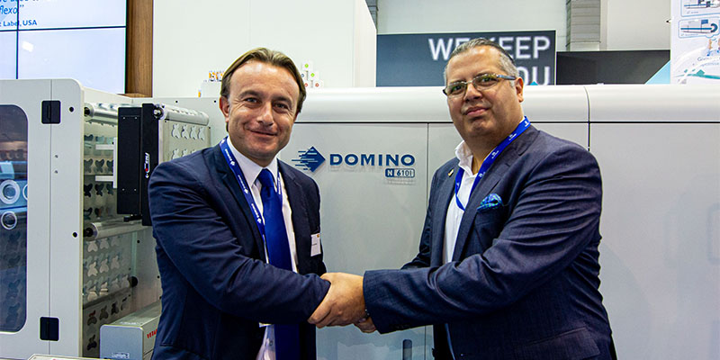 Manuel Hernández from Domino and Francisco Fernández, Director of Grafisoft in front of the N610i colour label press