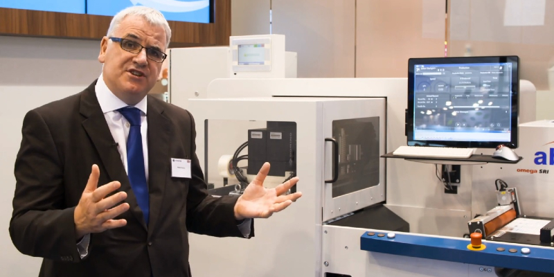 Philip Easton demonstrates high speed digital printing with Domino K600i